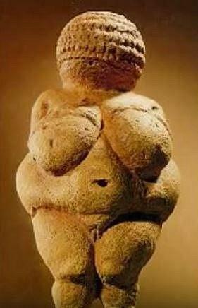 Sošky žen všech podob jsou též považovány za erotické pomůcky. Archeologové nacházejí i 30 tisíc let staré figurky.