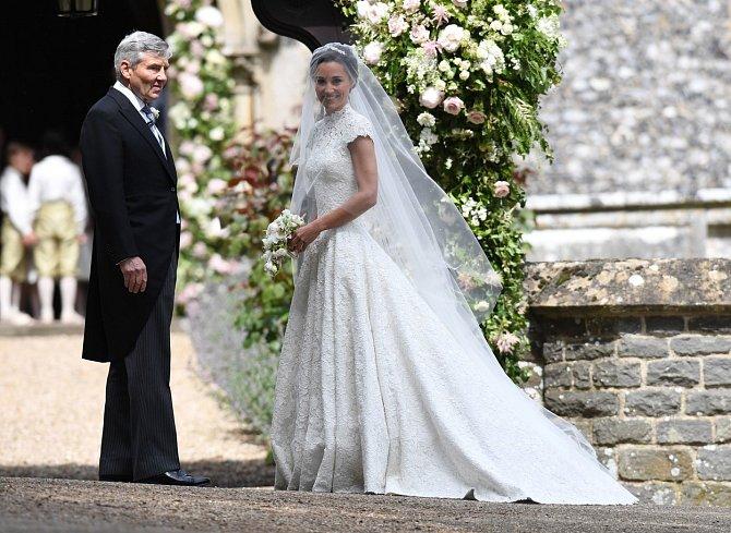 Pippa Middleton se provdala za Jamese Matthewse a mají spolu syna Arthura.