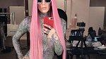 Jednu dobu se shlédl v extrémně dlouhých vlasech, jako nosila Nicki Minaj.