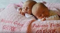 My ale čekali dvojčátka! K našemu chlapečkovi se nám narodily krásné holčičky Maryann Grace a Brianna Faith. Celých devět měsíců se nám podařilo udržet naše sladké tajemství pod pokličkou.