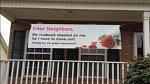 Další povedený nápis informující sousedy o důvodu stěhování.