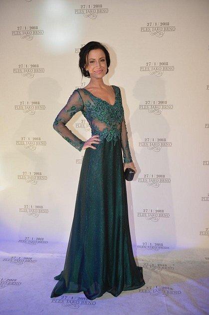 Ples jako Brno: Gábina Partyšová oblékla nádhernou róbu ve smaragdové barvě. Pohublá moderátorka vypadala úžasně!