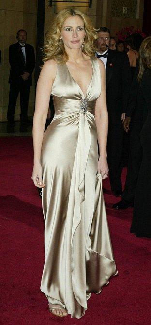 Z předávání Oscarů si odnesla sošku v roce 2001.