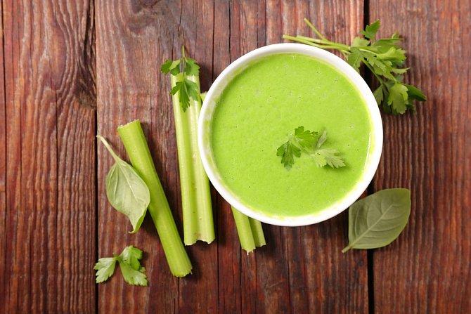 Polévka z řapíkatého i bulvového celeru neosahuje téměř žádné kalorie.