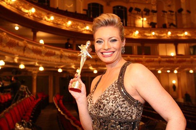 Lucie Borhyová posbírala desítky cen.