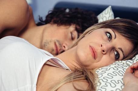 Osm věcí, které ženy trápí v posteli