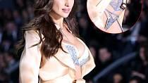 Irina Shayk šokovala svým těhotenským bříškem během přehlídky spodního prádla Victoria Secret.