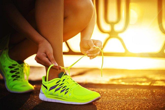 Běžecké boty: 1 – 2 roky Běžecké boty by se měli vyměnit po asi 500 uběhnutých kilometrech, což bude samozřejmě každému trvat rozdílnou dobu. Boty po čase ztrácí pružnost a škodí tak vašim kloubům.