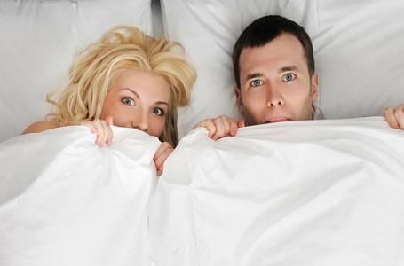 Nejčastěji si užíváme sex v posteli, láká nás však i na schodech či na pračce