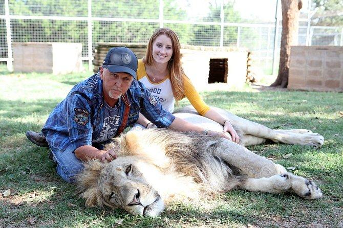 I se lvem to jde. Ostatně, lví samec spí denně více než 20 hodin.