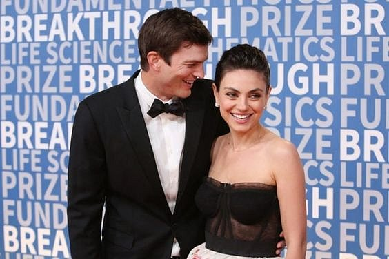 Ashton Kutcher žije s půvabnou Milou Kunis.