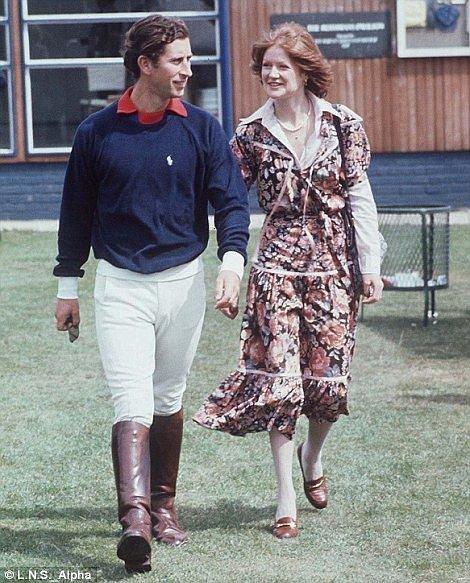 Princ Charles zprvu pokukoval po její sestře Sarah.