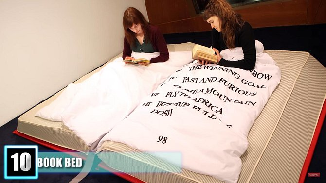 Tato postel je určena pro milovníky knih.