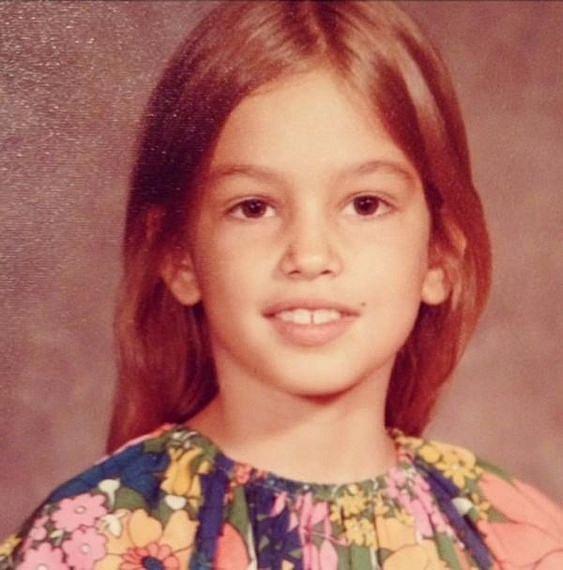 V dětství zářné kariéře modelky nic nenasvědčovalo.