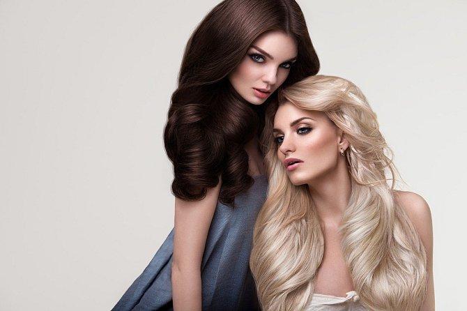 Zdravé a lesklé vlasy jsou na pohled krásné.