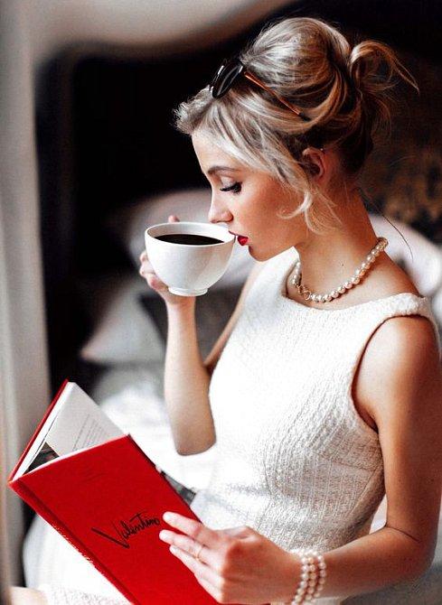 Žena elegantní za každé situace.