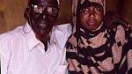 Ahmed Mohamed Dore a jeho o 95 let mladší manželka Safia Abdulleh.