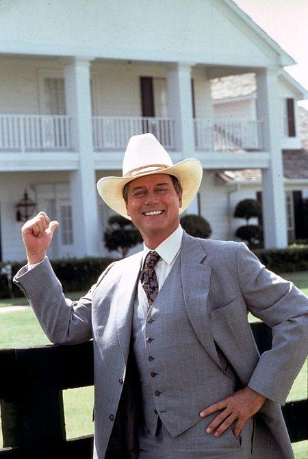 Larry Martin Hagman, americký divadelný, filmový, televízny herec a filmový režisér. J.R Ewing byla jeho první záporná role, která ho ale nejvíc proslavila.