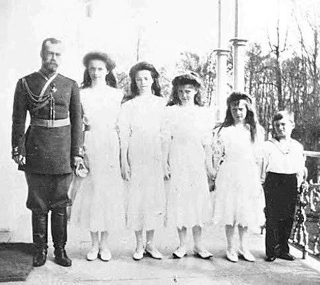 Car Mikuláš II. s dětmi