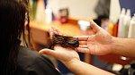 Díky odstanění poškozených konečků, budou těď vlasy působit zdravě a nebudou se cuchat.