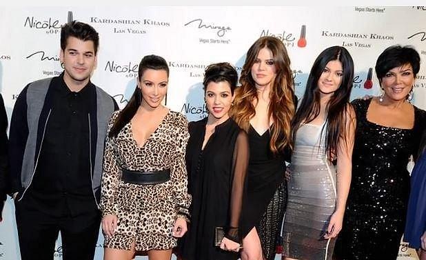 Rob Kardashian s částí své velké rodiny.
