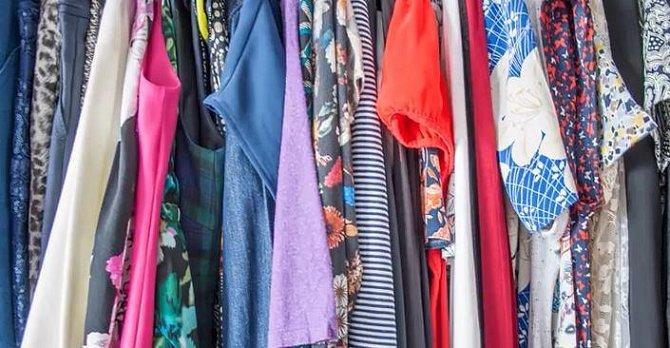 6. Kvalitní látky - Při výběru oblečení se soustřeďte také na materiál, ze kterého je ušito. Snažte se vyhnout umělotinám a začněte vyhledávat bavlnu, len, vlnu, hedvábí... Oblečení z těchto látek bude možná trochu dražší,...