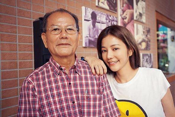 Lure Hsu se svým otcem.