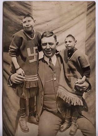 Dick Trickle byl zřejmě veselá kopa. Své dva syny pojmenoval Beatli Juice první a Beatle Juice druhý. Oba chlapci měli stejný syndrom, při kterém roste tělo i obličej normálně, ale zadní strana hlavy a mozek se nevyvíjí.