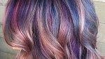 Kombinace techniky bayalage a výrazných barev je dokonalá.