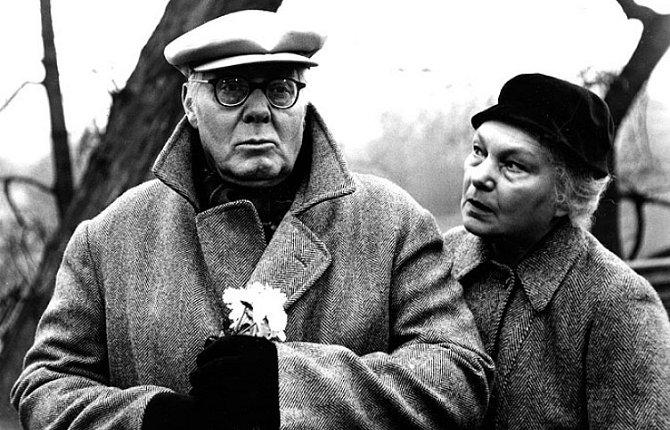 Jan Pivec a Jiřina Šejbalová ve snímku Láska jako trám