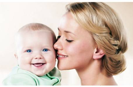 Trápí vaše miminko nafouknuté bříško? Zapomeňte na babské rady