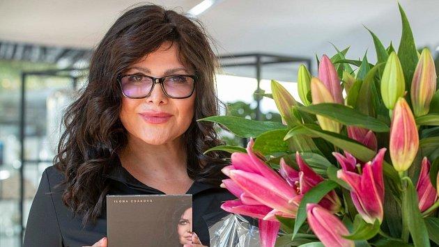 Kontakt se svým publikem a chuť do práce Ilona Csáková (50) neztratila