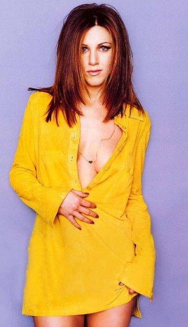 Jennifer měla před lety tmavší vlasy.