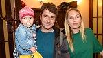 Saša Rašilov s manželkou a dcerou