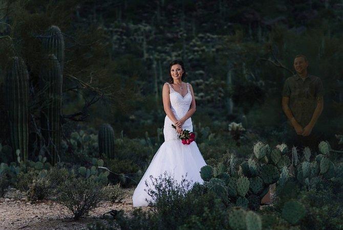 Fotografka na fotky doretušovala jejího snoubence, který zemřel.