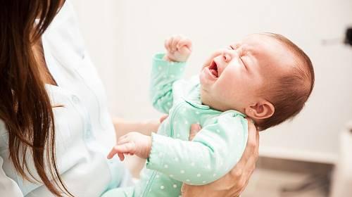 Kojení provází velký stres na straně ženy i dítěte.