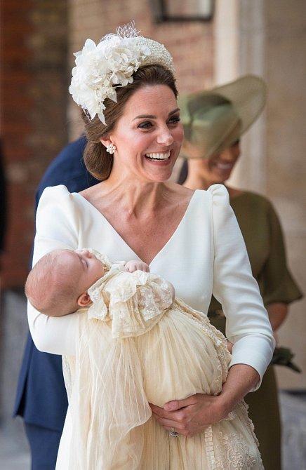 Kate zářila štětím.