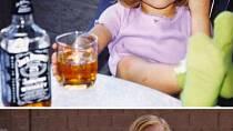 Napodobili do detailu fotografie z dětství a vy u jejich prohlížení budete umírat smíchy!