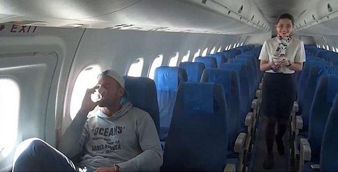 3. Chlapíkovi z tohoto filipínského letu se podařilo stát se jediným pasažérem v letadle.