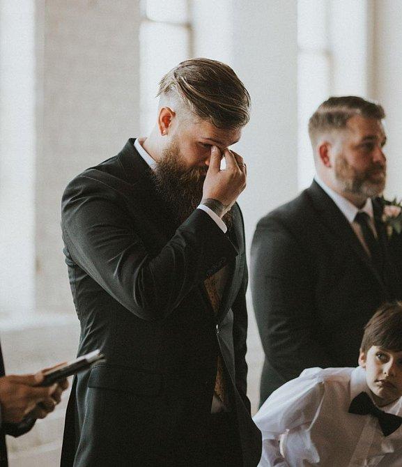 I když snoubenec Andy Goncher samozřejmě věděl o tom, na čem jeho budoucí žena tvrdě pracovala, když ji spatřil, jak k němu kráčí, neubránil se slzám.