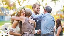 Neberete si jen muže, ale i celou jeho rodinu.