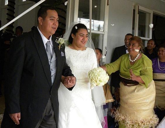 Korunní princ ostrůvku Tongo v Oceánii si bral za ženu Sinaitakala Fakafanua v roce 2012.
