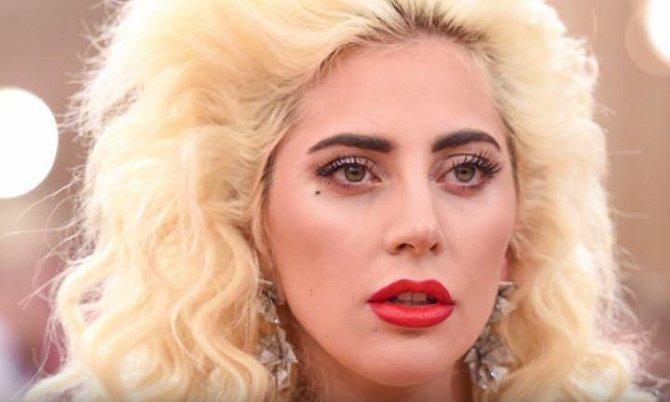 Lady Gaga se prý stává neustále terčem útoku duchů a dalších nadpřirozených bytostí.