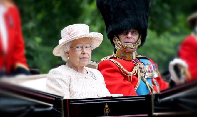 Britská královna Alžbeta II. stále vykonává společenské návštěvy.