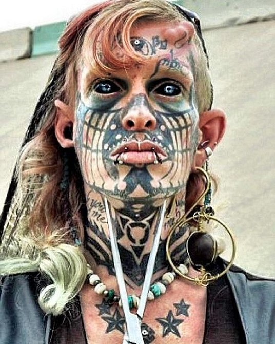 Některé módní styly tetování přímo vyžadují.