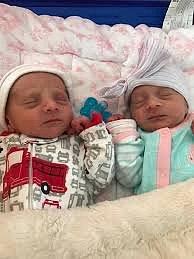 Dvojčátka Dominic a Luciana.