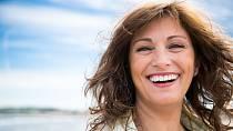 Smějte se. Smích je nejlepším lékem proti stresu, jednoho z nejzákeřnějších faktorů předčasného stárnutí.