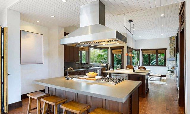 Kuchyně. Oblíbené místo zpěvačky, ačkoli dříve k vaření netíhla, pro svou rodinu ráda vaří z kvalitních potravin.