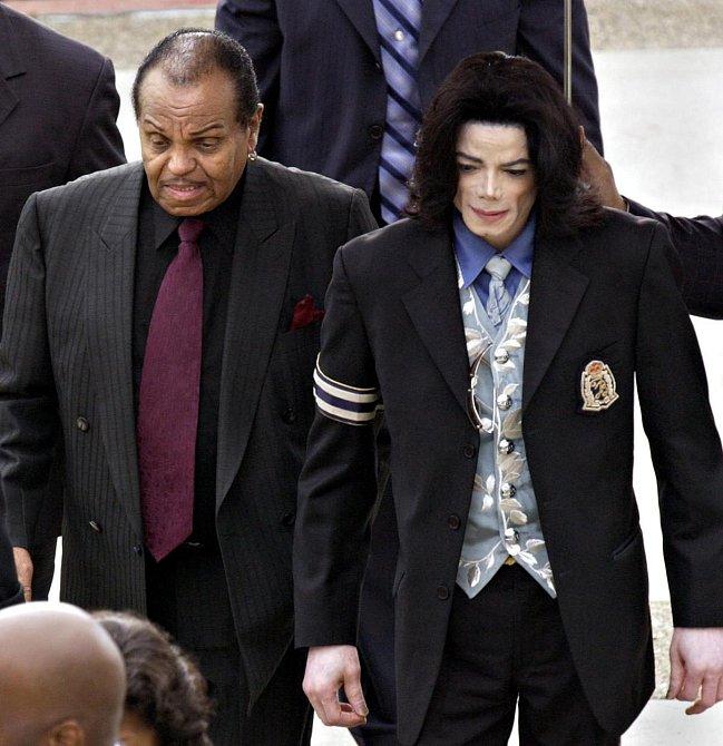 Joe Jackson je otec popového krále Michaela Jakcsona.