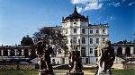 <p>Jedním z nejkrásnějších zámků v severních Čechách jsou Ploskovice</p>